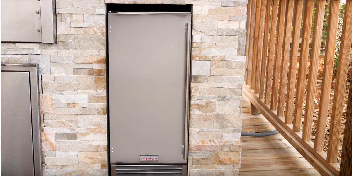 An outdoor ice maker is great for summer parties and outdoor entertainment